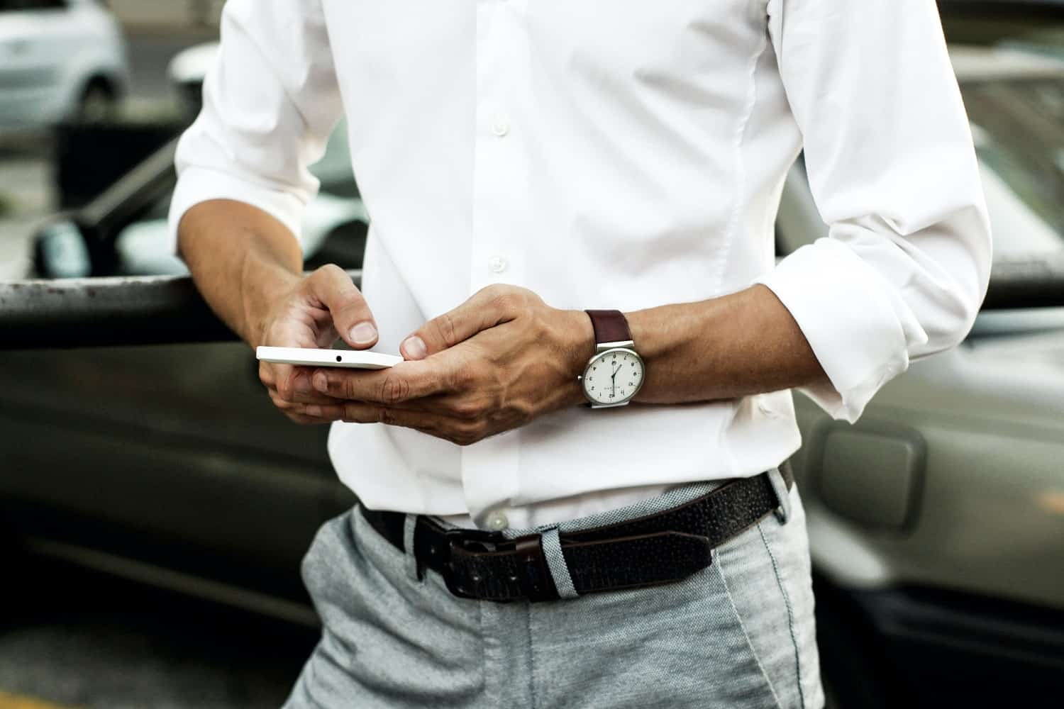 man signing up to earn money instantly